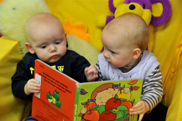 two-babies-reading